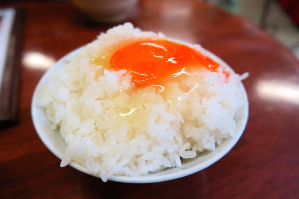 糸島のつまんでご卵で最高の朝食!卵かけご飯はにぎやかな春